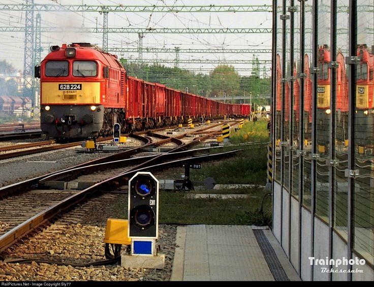 RailPictures.Net Photo: 224 Hungarian State Railways (MÁV) 628 / M62 at Békéscsaba, Hungary by Sly77