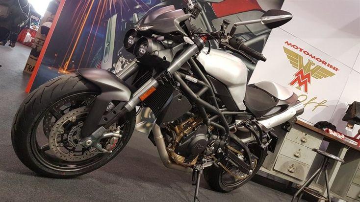 Moto Morini Corsaro80 è la moto dell'ottantesimo anniversario dalla fondazione della fabbrica italiana di motociclette nata a Bologna e trasferita in provincia di Pavia nel 2014. L'azie…