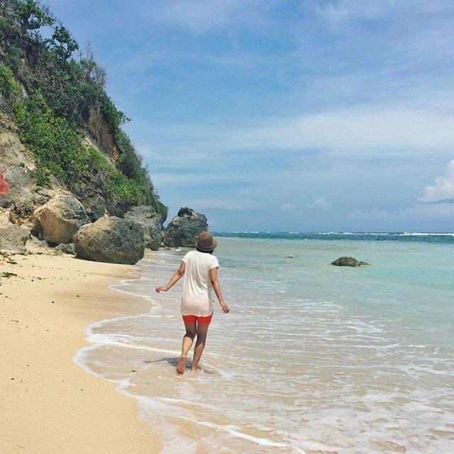 kid, n.: Alive, but having no real sense of time. #beach #sands #ocean #sea #seaview #turquoise #ocean #palmtrees #blue #green #white #girl #sunglasses #me #sky #paradise #heavenonearth #island #hiddenbeach #hiddenparadise #indonesia #travel #trip #travelgram #instatravel #instagood #instagramhub #instago by panca_ade_. palmtrees #green #sands #hiddenparadise #instatravel #travel #beach #white #instagramhub #turquoise #paradise #ocean #sunglasses #seaview #hiddenbeach #trip #instagood…