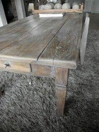 Donker eiken salontafel vergrijsd met Annie Sloan French Linen. Showroom Stylingandlivingshop.nl