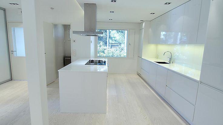 täysin valkoinen keittiö
