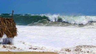 Una persona muerta, dos extraviadas y más de 500 evacuadas deja mar de fondo - http://www.tvacapulco.com/una-persona-muerta-dos-extraviadas-y-mas-de-500-evacuadas-deja-mar-de-fondo/