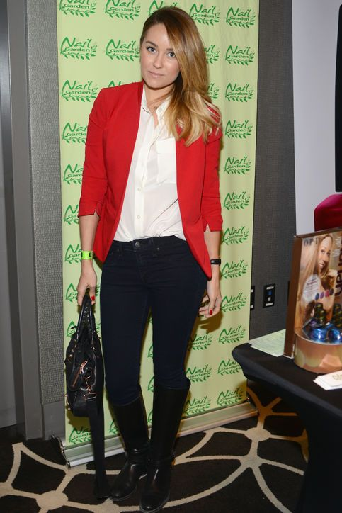Love Lauren Conrad's simple style, she always looks put together, but never overdone. Simple and classic.