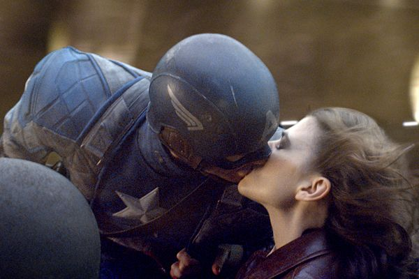 "Chris Evans & Hayley Atwell en ""Capitan america: El primer vengador"" / ""Captain America: The First Avenger"""