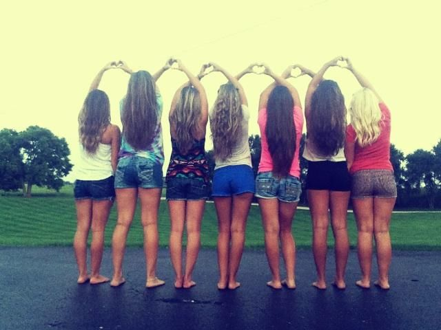 Best 25 friend group pictures ideas on pinterest group for Photoshoot ideas for groups