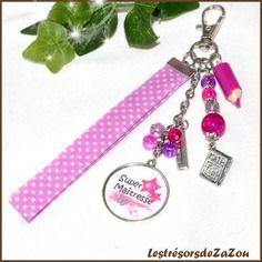 """Bijou de sac """"super maîtresse"""" avec cabochon et perle de verre, breloque crayon artisanale  - idée cadeau maîtresse"""