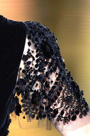 Une gown noire de Valentino Haute Couture Hiver 2006 – Eloge du noir par Alain Truong