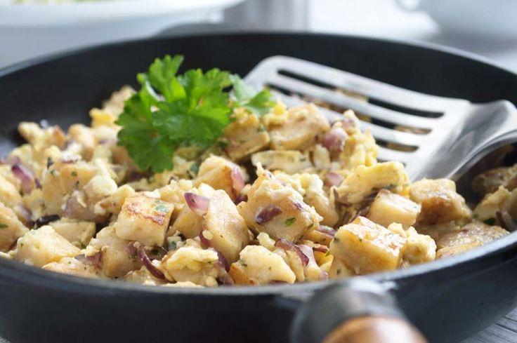 Dieses Rezept #Knödel mit Ei ist eine köstliche Resteverwertung, wenn vom Vortag Knödel übrig sind.