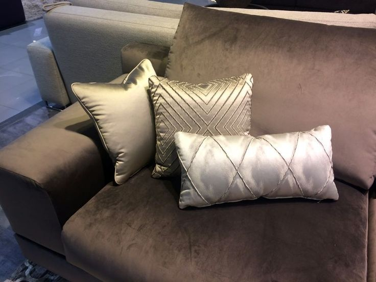 #декоративные_подушки из тканей коллекции Master #Galleria_Arben добавят уюта любому интерьеру #диван @Relotti_Divani #fabric #pillows