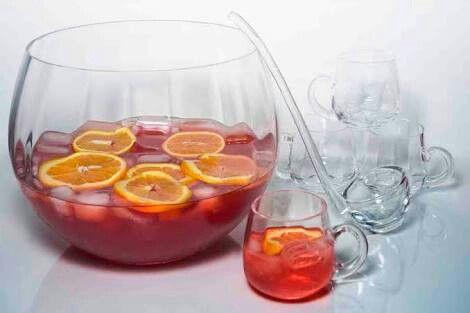Ponche: Blueberry, framboesa, morango e limão. Vodka e soda limonada (ou energy drink)