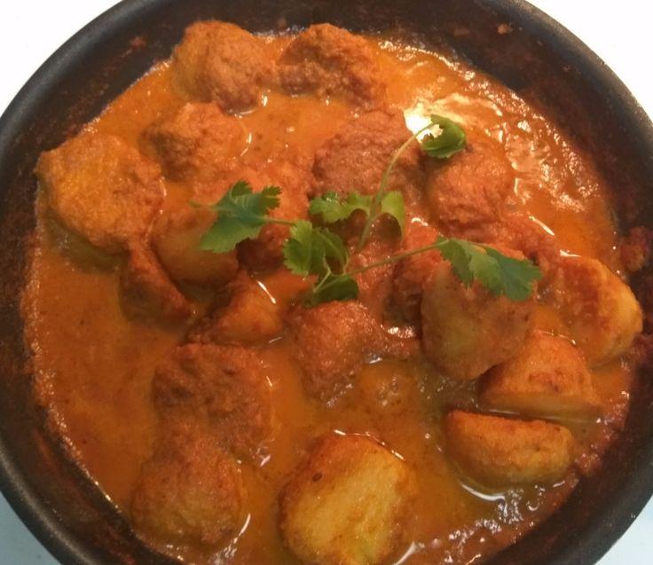 Recipe – Dum Aloo / Potato in Spicy Gravy / Kashmiri Dum Aloo / Punjabi Aloo Dum
