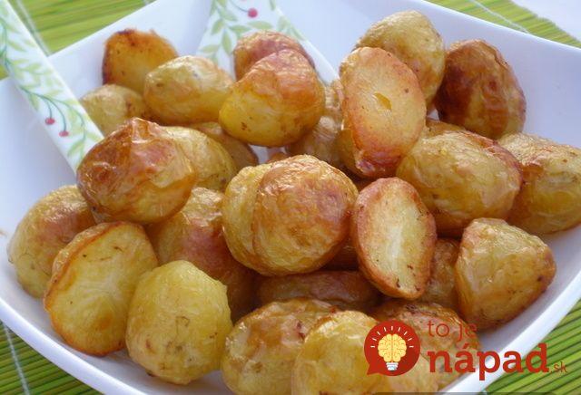 Moja starká ma naučila robiť zemiaky takto a robila som ich presne tak aj v reštaurácii, v ktorej som pracovala. Všetci si si ich nevedeli vynachváliť. Potrebujeme: 1 kg zemiakov (najlepší mladý, ale nie druhý, ktorý hodí) 1 lyžička soli 2 l studenej vody 50 ml oleja Postup: Mladé zemiaky stačí len dobre vyumývať a...