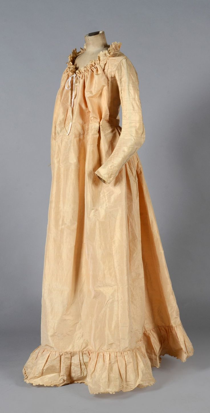 Pregnancy dress, late eighteenth century. Eggshell silk taffeta, fitted bodice with long sleeves, laced interiors, waistline to adjust the size of the dress, back à l'anglaise. A rare extant example.