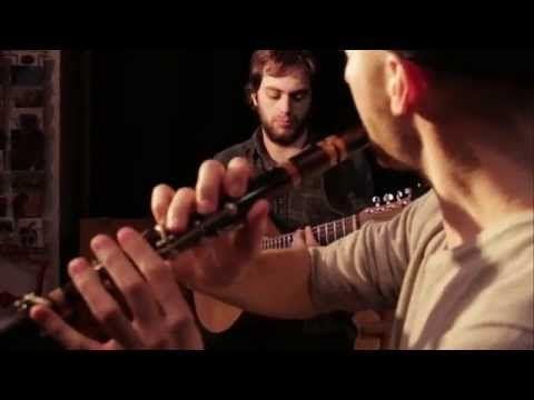 ▶ Duo Menguy - Le Pennec (Tempus fugit, valse). Wooden flute / cittern (Erwan Menguy, Kévin Le Pennec) - YouTube