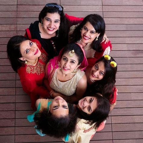 Bridesmaid Poses, Bridesmaid Photoshoot, Indian We…