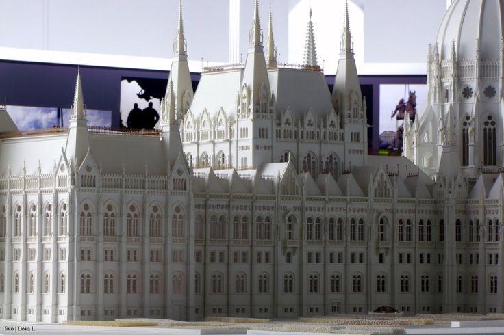 Országház makett / Méretarány: 1:100 | Hungarian Parlament modell / Scale: 1:100