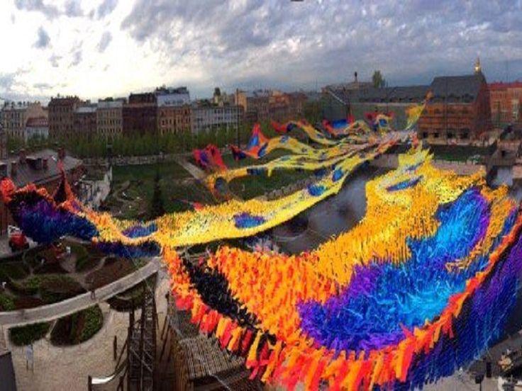 3 июня — 30 сентября Одним из примечательных событий лета на Новой Голландии станет появление большой кинетической инсталляции Firebird Descent (дословно с английского: «Спуск жар-птицы»). В небе над…