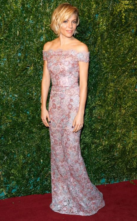 pour-des-raisons:  Sienna Miller in Burberry(at the London Evening Standard Theatre Awards, 11.30.2014)