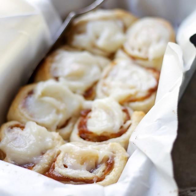Pumpkin Pie Cinnamon Rolls with Pumpkin Spice Frosting (@Kate Petrovska | Diethood)
