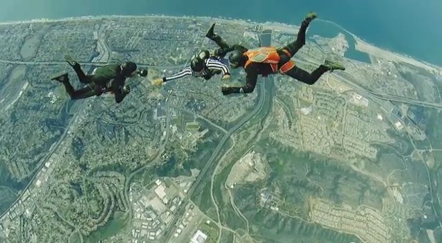 Full Contact Skydiving (video)   S.O.M.F