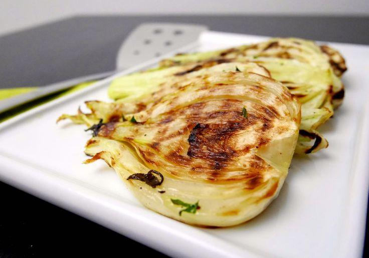 I finocchi arrosto marinati sono un contorno semplice, leggero e gustoso.
