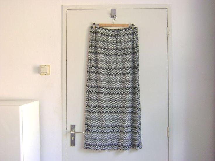 Naar veler verzoek van eenvoudige 'patronen' heb ik een how-to gemaakt van een eenvoudige maxi-rok; als je rechte lijnen kunt naaien kun je ...