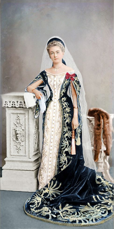 Russian Court Dress - Knyazhna Maria Borisovna Shcherbatova (1877 - † 1960), the sister of the manager of the Ministry of Internal Affairs (Minister), member of the State Council, the actual state councilor of Prince Nikolai Borisovich Shcherbatov:  Thanks to Andrey Stepanov for help in identifying the photo.