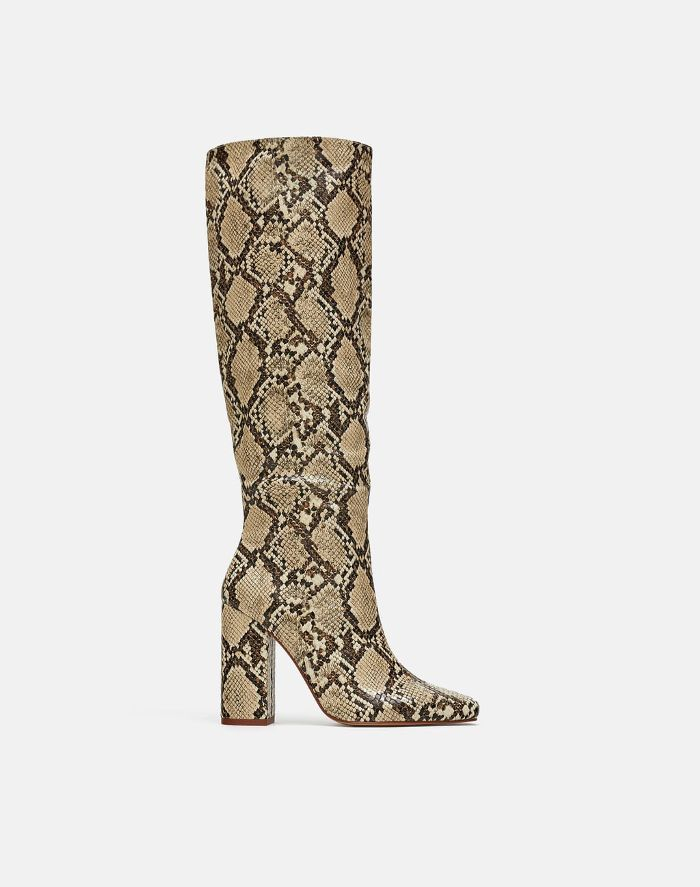 c30dec99c01 The Only Boot Trend That Matters, According to Anna Wintour in 2019 ...