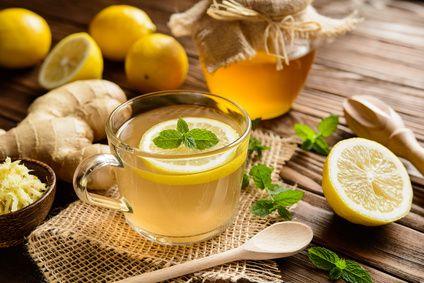 Zitronengras erfreut sich nicht nur in der asiatischen Küche einer ungeheuren Beliebtheit. Die im Zi
