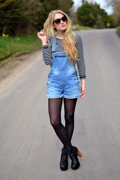 Awesome way to wear dungarees... long sleeved top with tights and boots