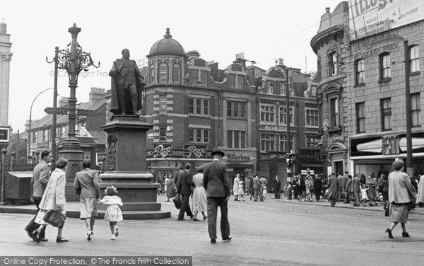 tooting-the-broadway-1951_t201007.jpg (600×376)