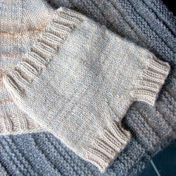 Free Knitting Pattern: Tiny Pants (Seamless Diaper Cover)
