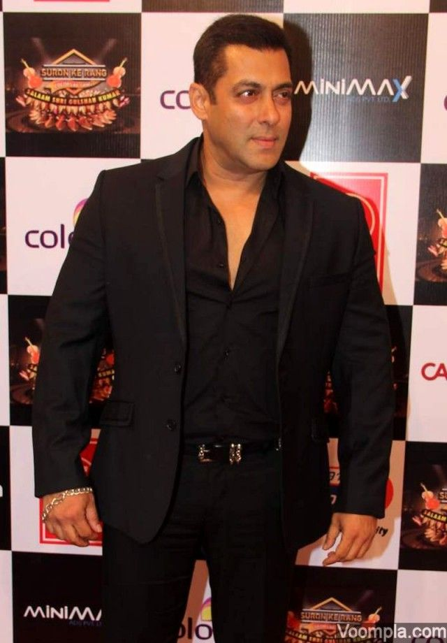 Salman Khan looks dapper in a black suit. via Voompla.com
