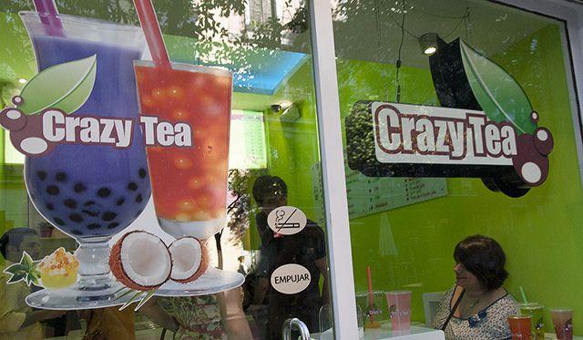 Crazy Tea Calle Fuencarral 91 Té de moda en Taiwan con burbujas de sabores que suben por la pajita y en al boca explotan
