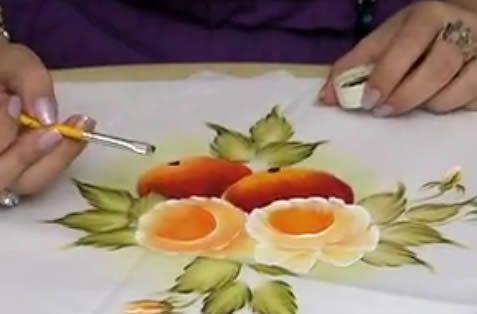 As artistas de plantão que querem praticar a pintura em tecido podem desfrutar de imagens legais que trouxemos neste post. Se você gosta de pintar em tecido e quer moldes para fazer isto com mais facilidade, poderá encontrar abaixo alguns exemplos bem legais para exercitar seus dotes artísticos. A técnica da pintura está presente em …