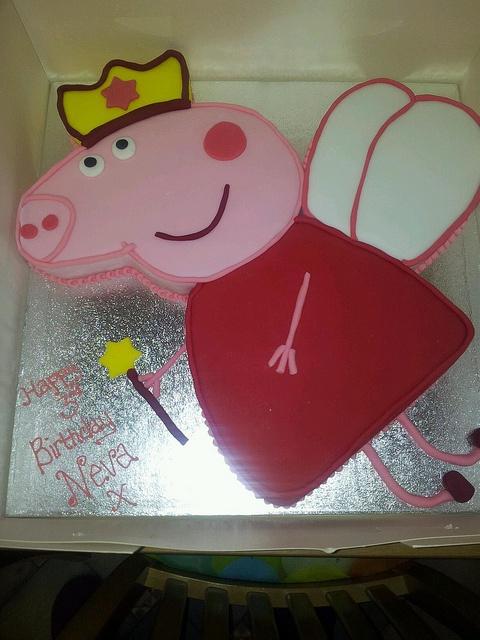 pepper pig cake by cake crazy2012, via Flickr