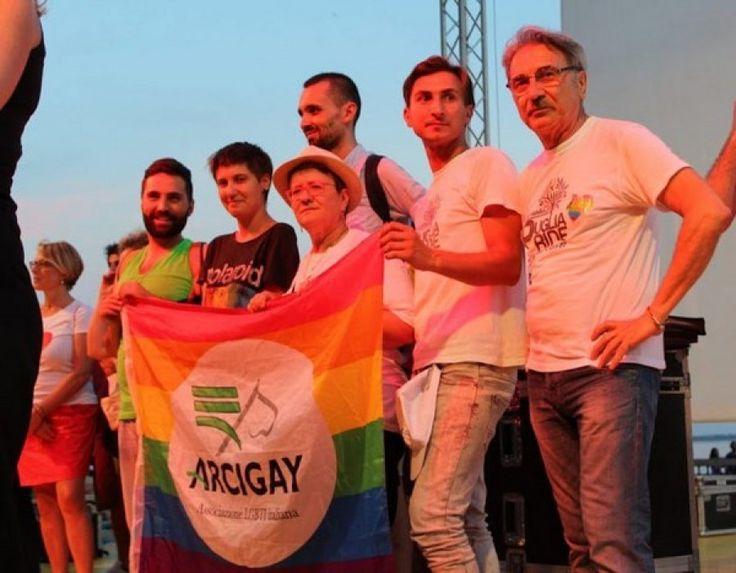Taranto - Terzo anniversario della fondazione di Arcigay, celebrazioni in Piazza Maria Immacolata