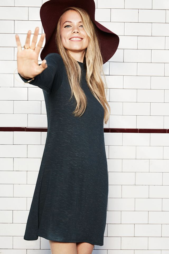Stop worrying about fussy fall fashion, because this season's biggest hits are completely effortless.   H&M Divided