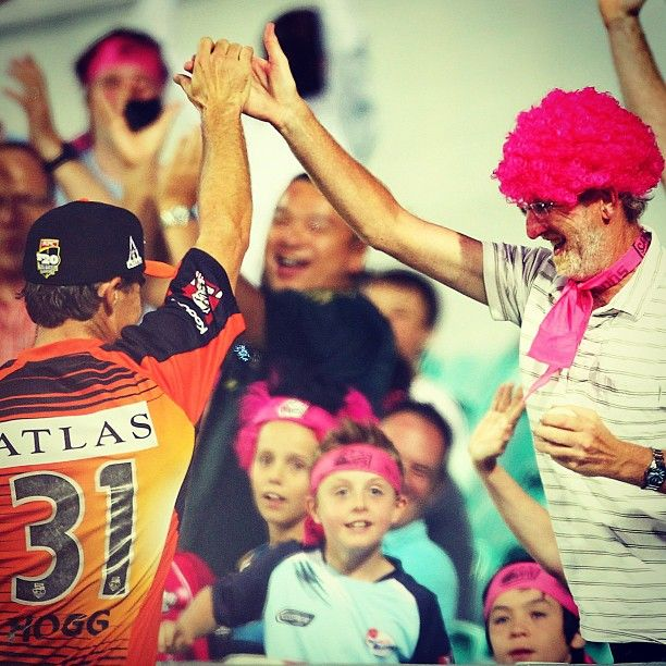 Perth @ScorchersBBL spinner @Brad_Hogg high fives a @SixersBBL fan after he caught a six #BBL #GetScorched