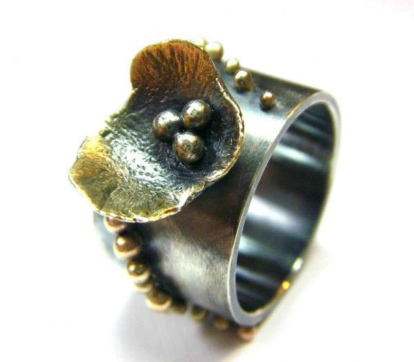 """""""Black beauty"""", ring. Sterling silver, 14K yellow gold. Size 6"""