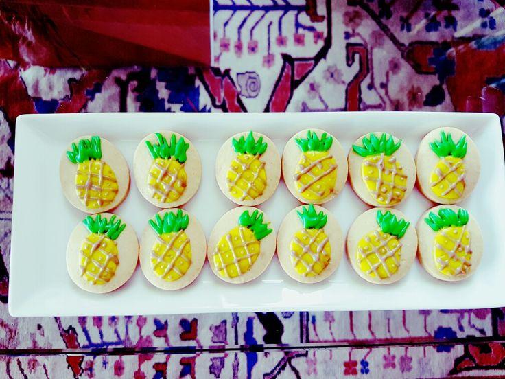 Pineapple cookies Kinderkrippe Cakes by Elizabeth Viera Villar