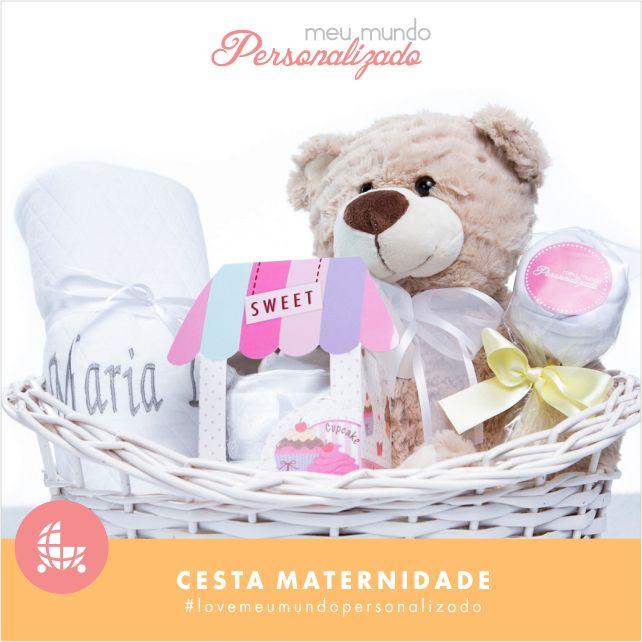 Seja para o #chádebebê ou para o #nascimento, este kit #maternidade é um #presente completo, ideal para dar as boas-vindas ao #bebê e emocionar a #mamãe! <3 A cesta contém: - 1 body em algodão (em formato de pirulito)  - 1 #babador em matelassê e cetim (em formato de cupcake)  - 1 #babeiro (paninho de boca) em matelassê e cetim - 1 urso de pelúcia - 1 #manta em matelassê e cetim, a qual pode ser personalizada gratuimente! Que saber como encomendar? Acesse: http://bit.ly/2dqMm7k #lovemeu