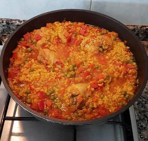 Arroz con verduras y muslos de pollo