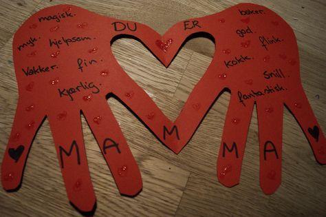 Koselige hjertekort laget av håndavtrykk. Koselig gave å få og ikke minst koselig gave å lage og gi.