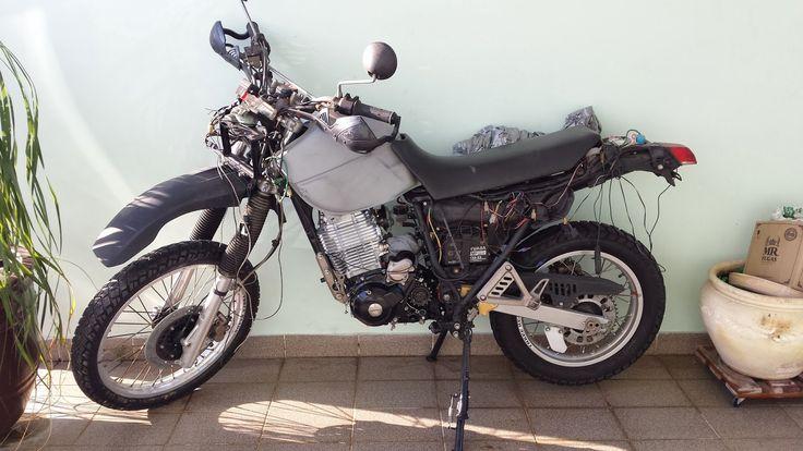 Reformando uma Yamaha XT 600 E 3TB de 1995: Montando componentes e fechando o cárter esquerdo.