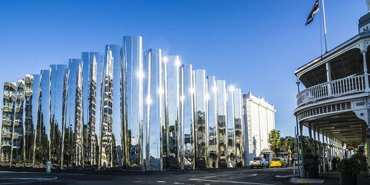レン・ライ・センターの外観。使われているステンレスは、他では見つからず、日本から取り寄せたものだそうImage: The Govett-Brewster Art Gallery/Len Lye Centre in New Plymouth, New Zealand. Photo Keith Allum