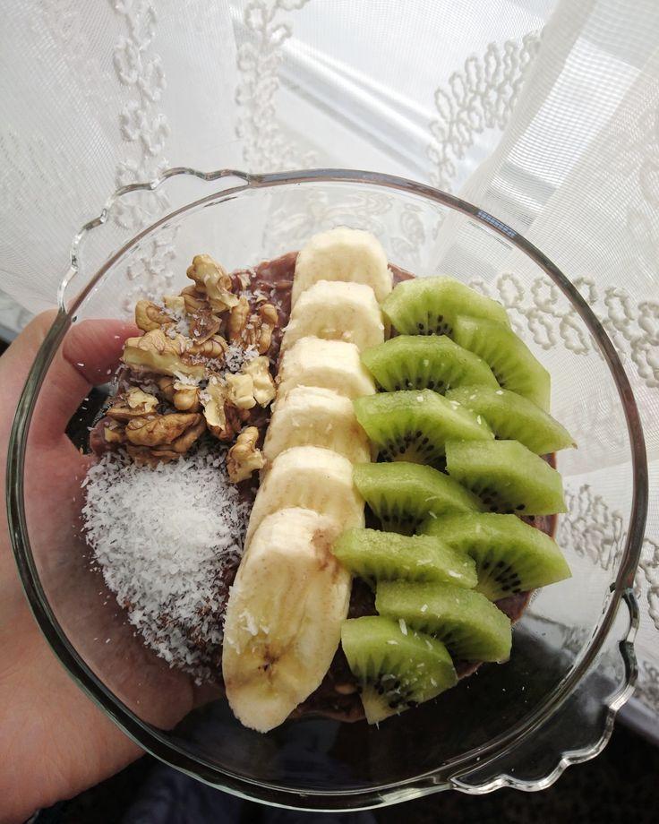 Kakaolu vanilyalı yulaf lapası üzerine muz+kivi+ceviz+hindistan cevizi   #havebreakfast #healthyfood #dietitian #nutritionist