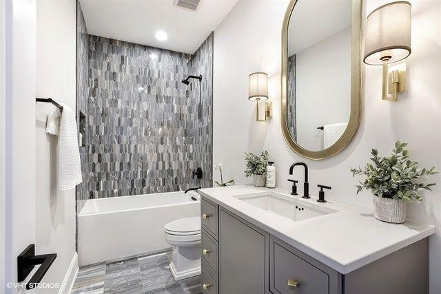Windy City Rehab Bathroom Bathroom Alisonvictoria Hgtv