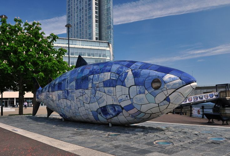 This sculpture by Irish artist John Kindness is situated in Donegal Quay, This was built for the millenium and all newspapers, memories and achievements of 2000 was put into the fish for to be opened in 100 years for humans of 2100 to understand what life was like at this time
