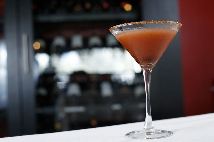 Estos martinis de tamarindo con vodka y limón quedan deliciosos. Tambien es una forma rápida para preparar 8 martinis de una vez, ya que se prepara en un jarra.